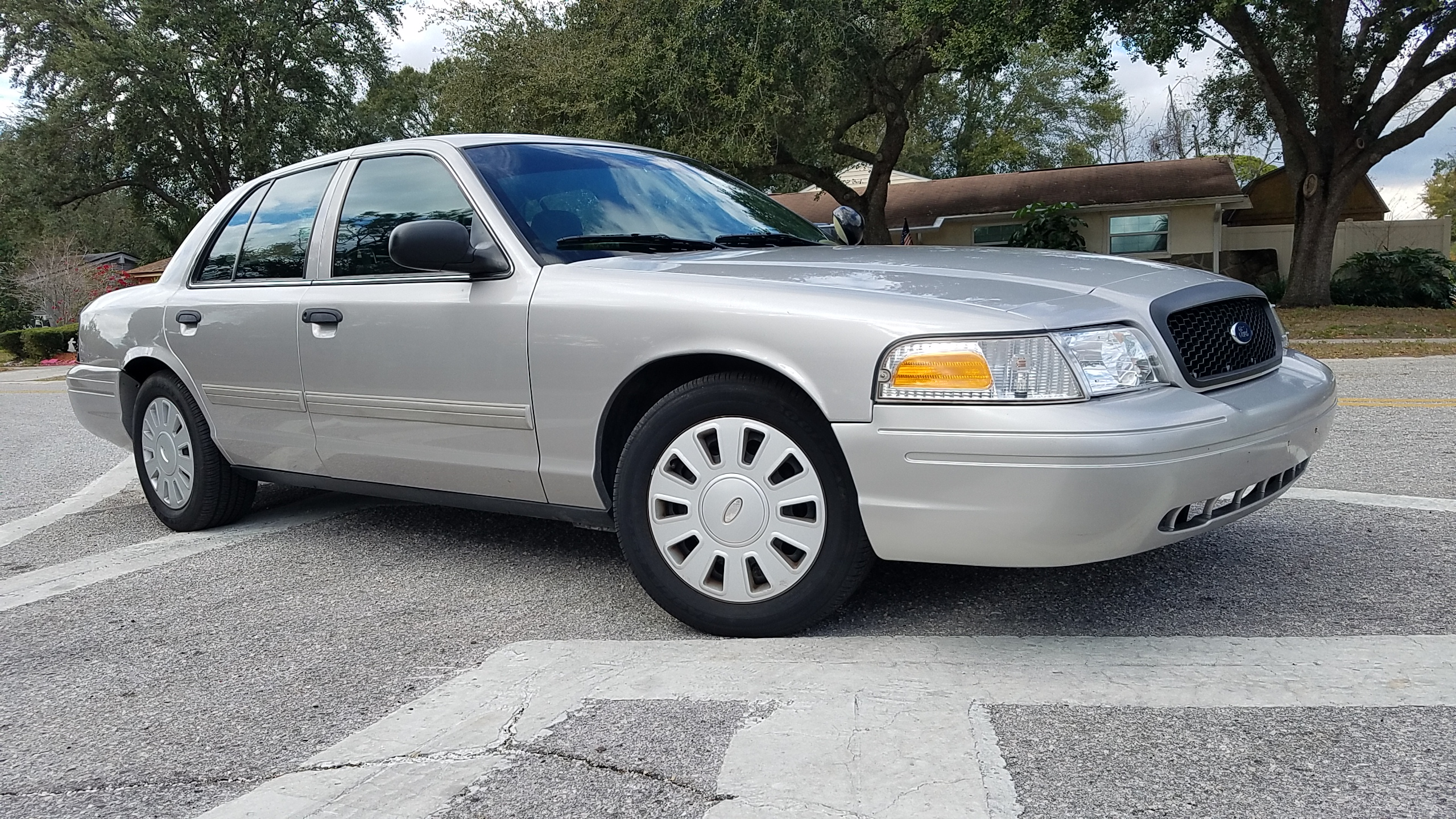 ford crown victoria p police interceptor silver